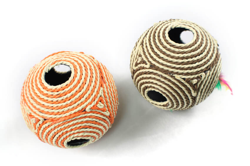 Six-Hole Rope Ball With Sound Scratch Cat Toy